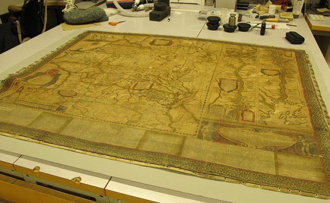kartan liggande på ett bord efter förberedelserna