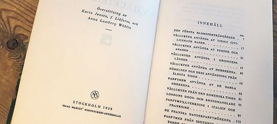 uppslag i boken Vällukternas bok som visar översättarnas namn