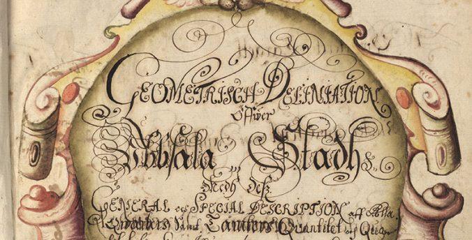 detalj från handskrivet titelblad med titeln i sirliga bokstäver