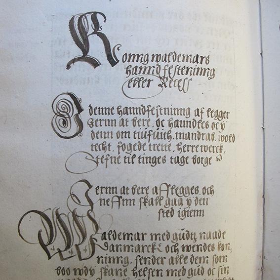 Handskriftens första sida
