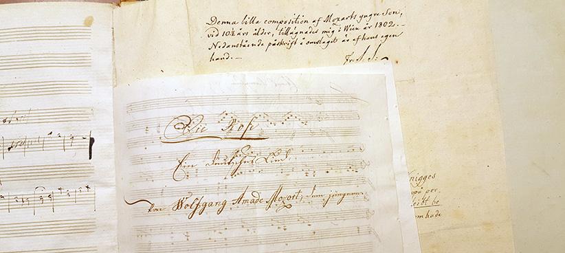 titelsidan till noterna till Die Rose, i bakgrunden skymtar antecknignar av Silverstolpes hand
