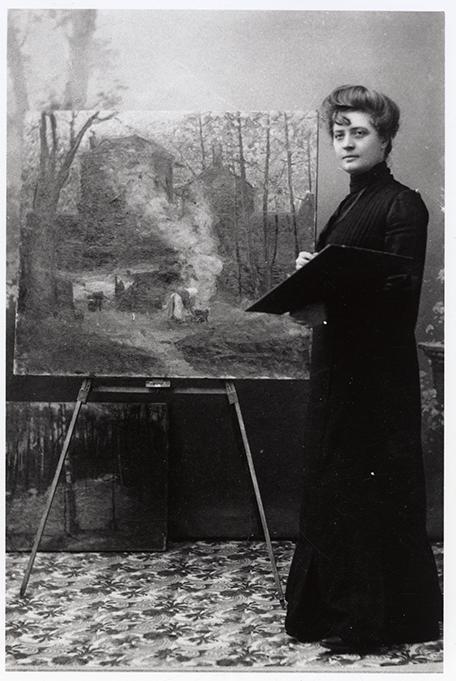 foto på mathilde wigert österlund vid sitt staffli