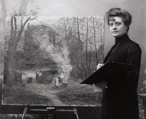 detlaj av foto på Mathilde Wigert-Österlund vid sitt staffli med en stor målning på