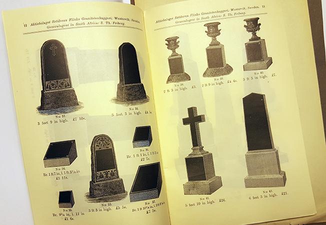 foto på ett uppslag med svarta gravstenar i granit ur prislistan