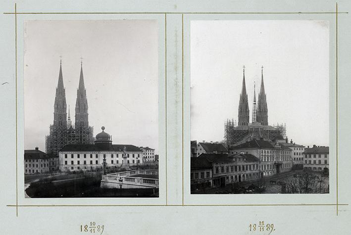 två fotografier daterade 1989 på kyrkan med sina nya höga torn