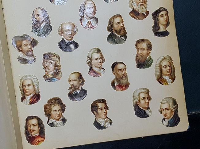 små bopkmärken med porträtt av kända personligheter