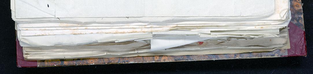 bild på kanten på volymen med brev