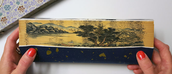 snitt med landskapsmotiv i typisk kinesisk stil