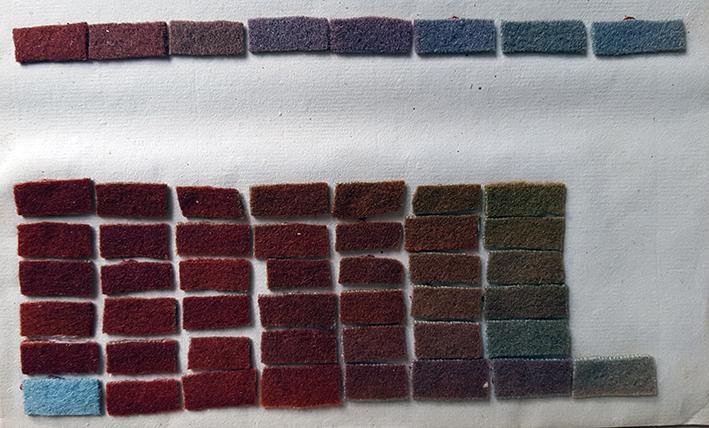 pappersark med färgprover i röda nyanser