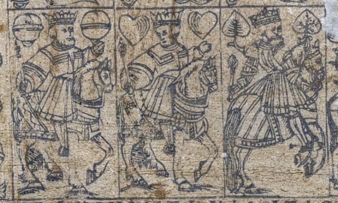 detalj från ett oskuret ark med spelkort, tre kungar till häst