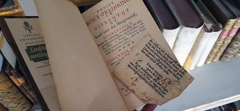 en sida med tryckt text mellan bokblad i en bok