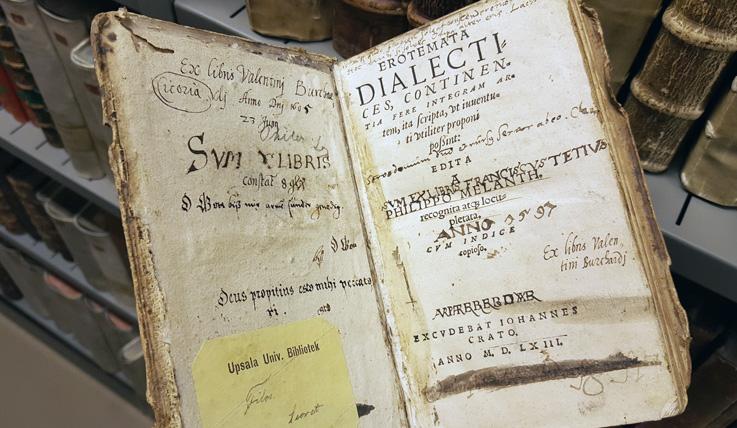 tiotelblad med många inskrifter efter tidigare ägare
