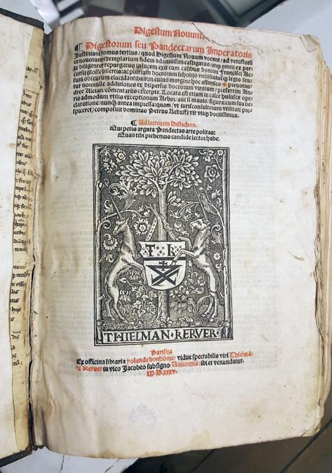 första sidan i volymen med bonhommes boktryckarmärke