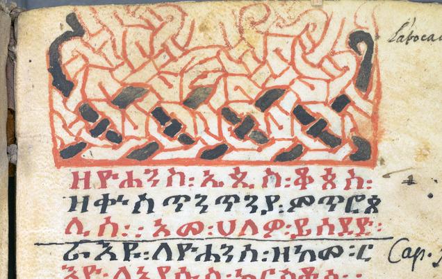 detalj från första sidan i handskriften, ett flätmönster i rött och svart
