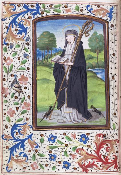 en abedissa med en uppslagen bok i händerna