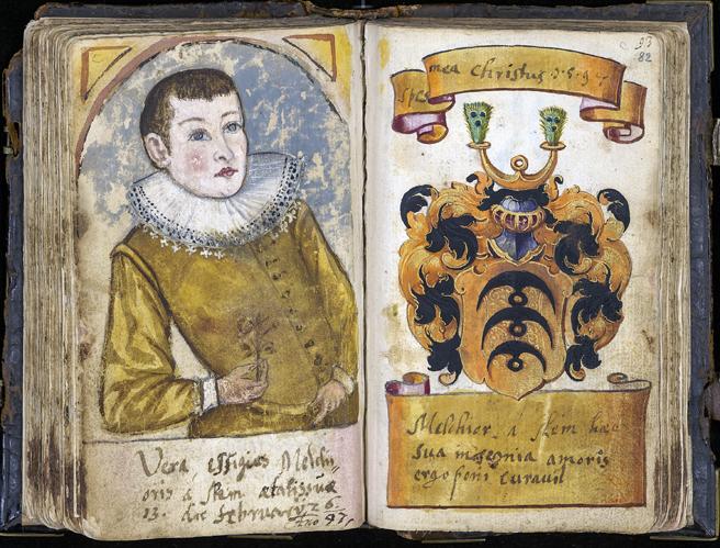 på vänster sida en ung man och på höger sida en vapenskäld i orange och svart
