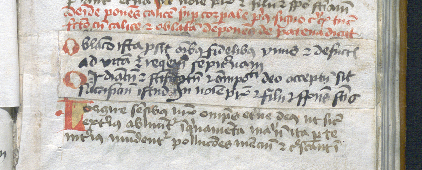 text har blivit överklistrad med ny text på en papperslapp
