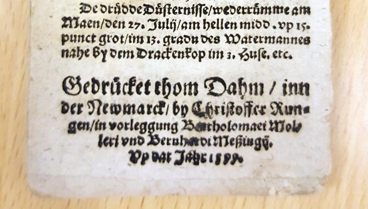 foto av den så kallade kolofonen på trycket, dvs de sista raderna på sista sidan, där tryckarens namn står