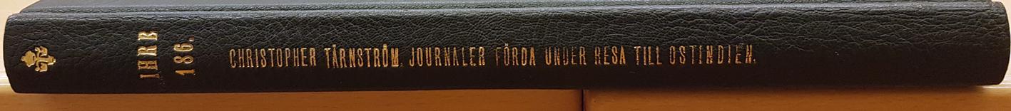 ryggen på handskriften med titel präglad i guld