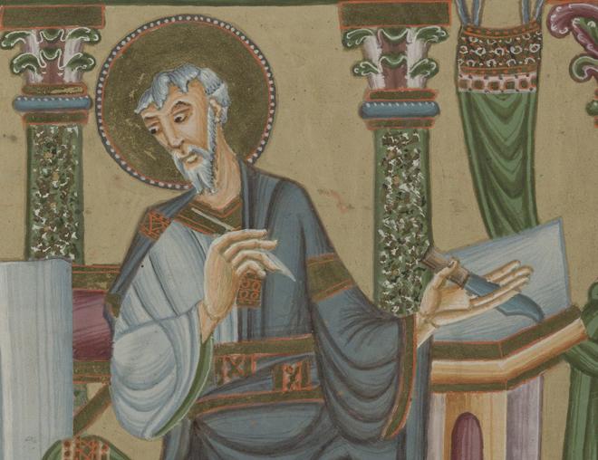 en av evangelisterna i vitt skägg och gulddloria om huvudet skriver på pergament med en fjäderpenna vid en pulpet, han tittar sig över axeln
