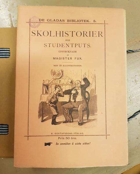 Omslaget till en del i serien med titel Skolhistorier och studentputs