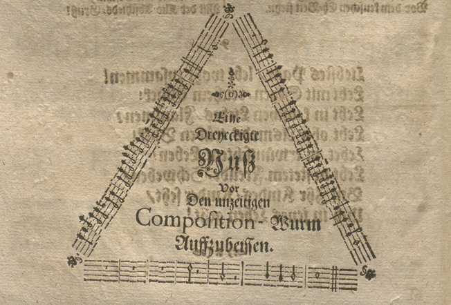 Detalj från tryckets baksida med noter i en triangel.