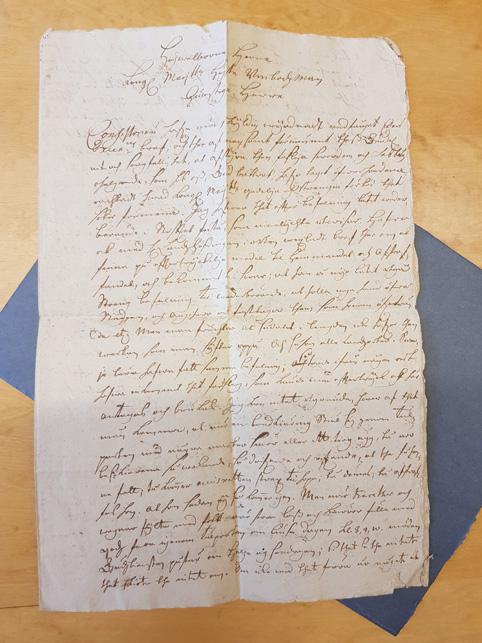 första sidan av brevet, skrivet i snirklig svårläst 1700-talsstil