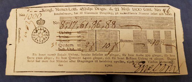 en avlång lottsedel med vissa uppgifter tryckta, andra ifyllda för hand, samt med kontrollstämpel och namnteckning underst