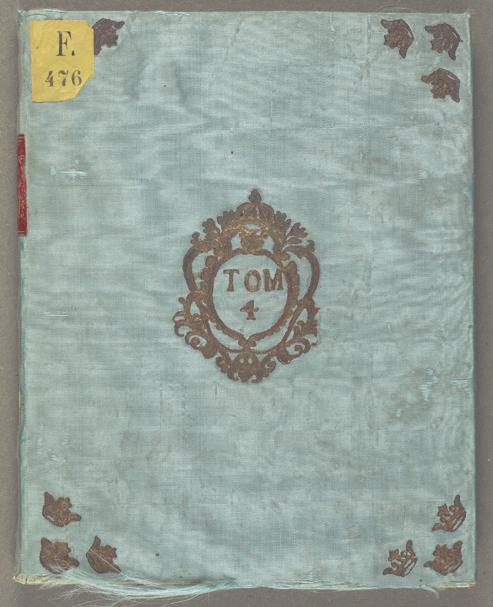 utsidan av skrivboken klätt i blå sammet med gulddetaljer