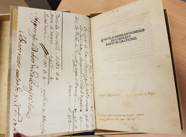 Titelsidan och försättsbladet i volymen, på titelsidan inskrift av en tidigare ägare