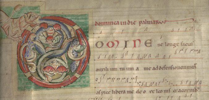 närbild på inledande initial O på en handskrift, i rött, blått och grönt med ett lejon i kanten