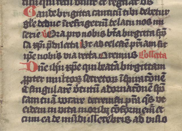 text i rött och svart på pergament